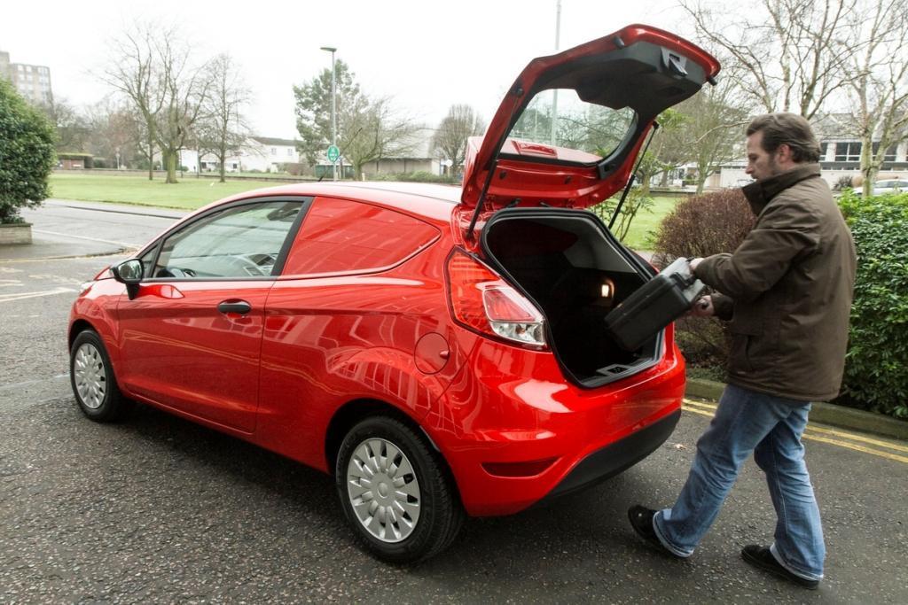 Фургон Ford Fiesta показали офиц…