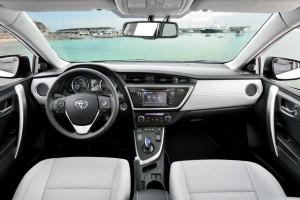Toyota Auris Touring Sports Cockpit