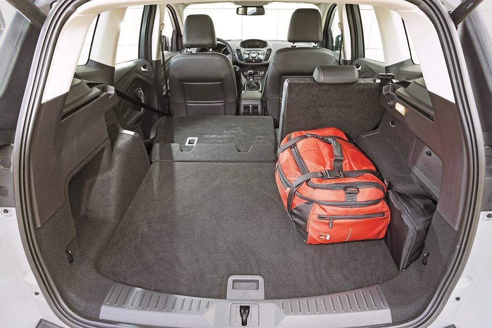 kompaktklasse kombis und suvs test 2 focus kuga golf. Black Bedroom Furniture Sets. Home Design Ideas