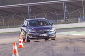 opel insignia sports tourer 2015 test