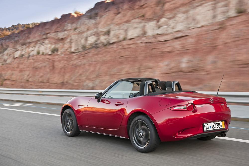 mazda mx 5 2015 test neues cabrio auf alten pfaden. Black Bedroom Furniture Sets. Home Design Ideas