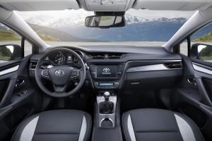 toyota avensis touring sports 2015 cockpit