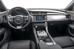 Jaguar XF 2015 Cockpit