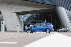 BMW 2er Active Tourer 225xe Hybrid 2015 ladestation