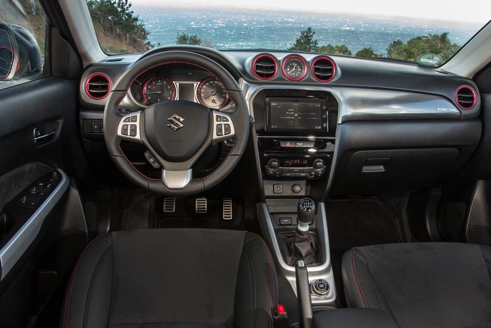 Suzuki Vitara S 2015 Innen Cockpit