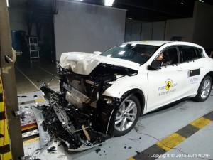 Infiniti Q30 NCAP Crashtest 2015 frontal crash