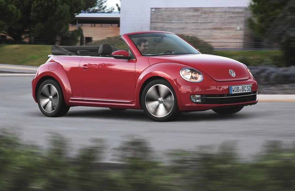 vw beetle und beetle cabrio test 2015 nostalgie ist. Black Bedroom Furniture Sets. Home Design Ideas