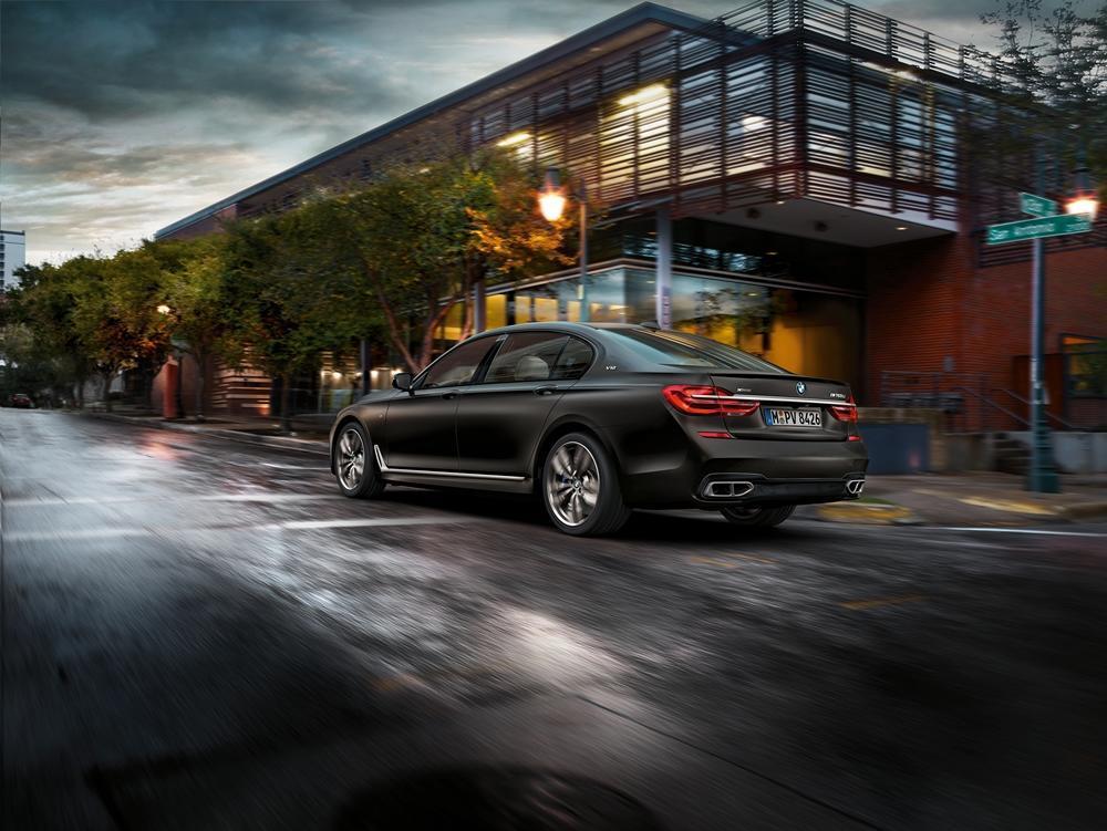 BMW M760Li XDrive 2016 Aussen Dynamisch Hinten