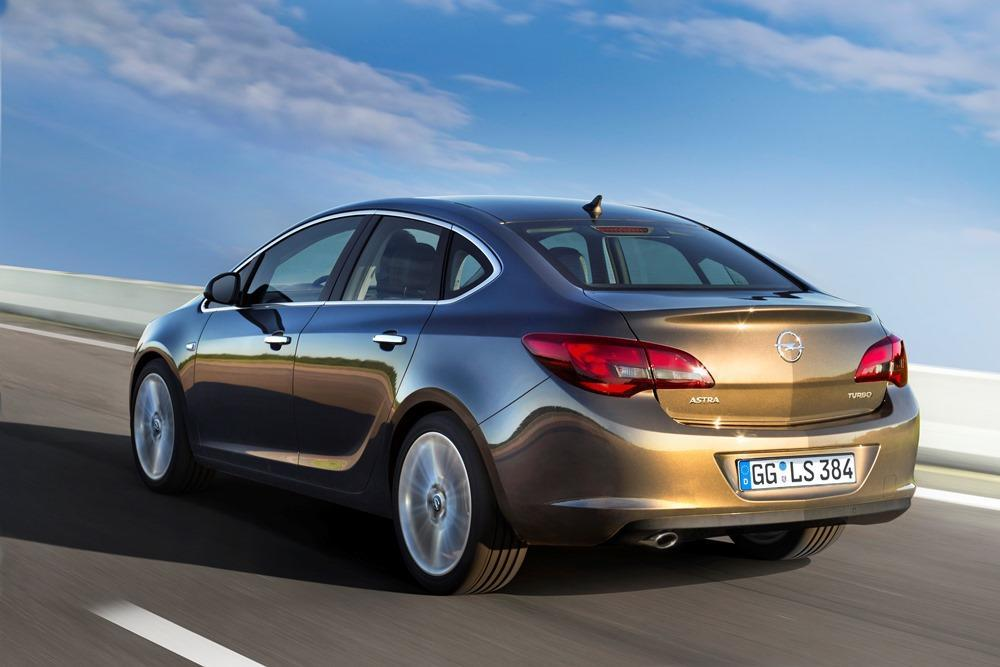 Opel Astra Limousine T...