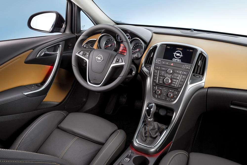 Opel astra limousine test 2016 des einen stief des for Opel astra f interieur