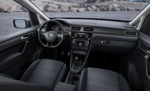 VW Caddy Alltrack 2016 innen cockpit vorne