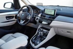 bmw-2er-225xe-active-tourer-2016-innen-cockpit