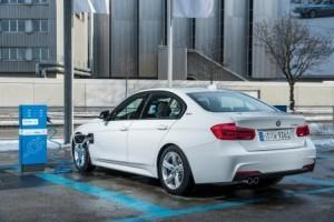 bmw_330e_3er_plug-in-hybrid_2016_ausen_laden