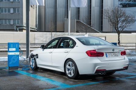 BMW 330e im Test: die Kombination Mittelklasse-Limousine & Plug-in-Hybrid