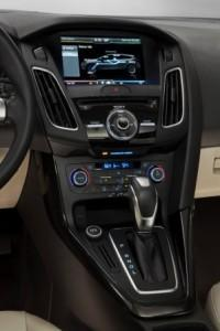 ford_focus_electric_2016_innen_cockpit