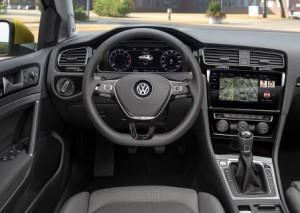 vw_golf_2017_innen_cockpit