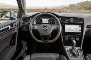 vw-golf-variant-2017-innen-cockpit