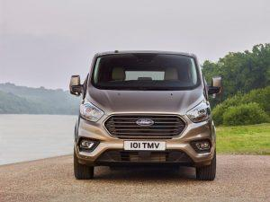 Ford_Tourneo-custom-2017-ausen-front