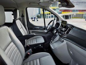 Ford_Tourneo-custom-2017-innen-cockpit