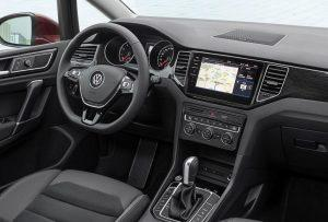 vw-golf-sportsvan-2017-innen-cockpit