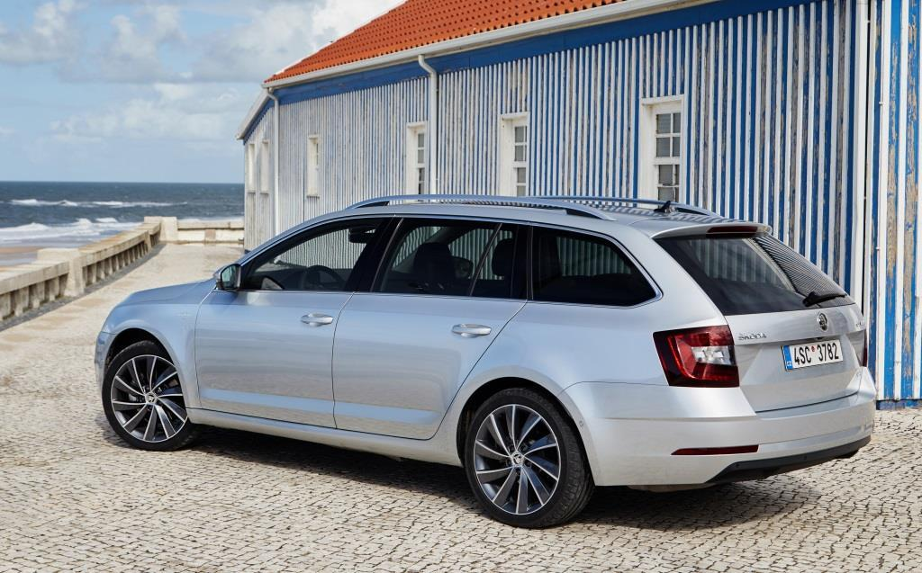 skoda octavia combi clever im test 2017 sparen mit dem. Black Bedroom Furniture Sets. Home Design Ideas