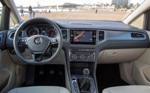 vw-golf-sportsvan-2018-innen-cockpit (2)