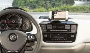 vw-up-join-2018-innen-navi-smartphone
