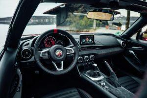 abarth-124-spider-2018-innen-cockpit
