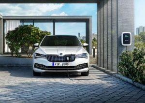 skoda-superb-iv-2019-ladestation