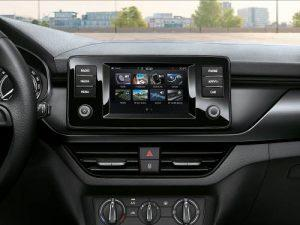 skoda-scala-cool-plus-sondermodell-2020-innen-display