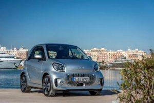 Smart EQ fortwo coupé im Test (2020): Wenn es nur noch summt statt brummt