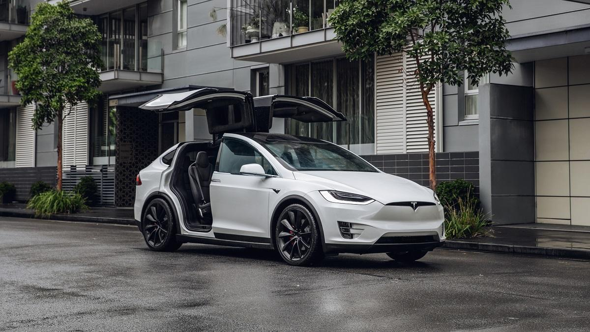 Tesla MX Parked - City