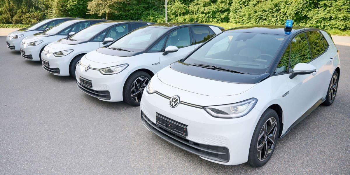 Polizei Niedersachsen: Mit dem VW ID.3 auf Streife